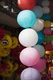 Papierowi lampiony dla sprzedaży na zrozumienia Ma ulicie Ulica tłoczy się przed Wietnamskim jesień festiwalem dla dzieci które o Zdjęcie Stock