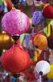 Papierowi lampiony dla sprzedaży na zrozumienia Ma ulicie Ulica tłoczy się przed Wietnamskim jesień festiwalem dla dzieci które o Zdjęcia Stock
