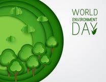 Papierowi sztuki zieleni drzewa, chmury na zielonym tle Obraz Royalty Free