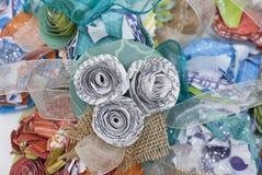 Papierowy kwiat i Burlap Literacki Corsage obrazy stock