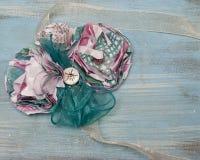 Papierowy kwiat i Tasiemkowy Literacki Corsage zdjęcia stock