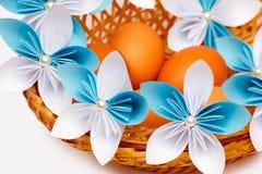 Papierowy kwiat z jajkami Fotografia Stock