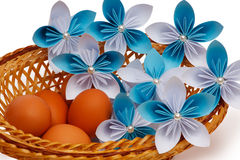 Papierowy kwiat z jajkami Zdjęcia Royalty Free