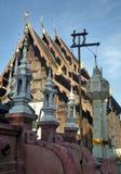 Papierowy lampion dekoruje drewnianego Ubosodh w Tajlandia projekta Północnej sztuce Zdjęcie Stock