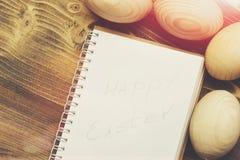 Papierowy notatnik, Easter drewniani jajka, kucharstwo i menu projekt, Fotografia Royalty Free