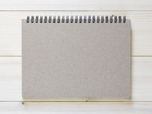 Papierowy notatnik na drewnianym tle Zdjęcie Royalty Free
