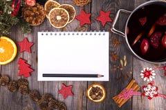 Papierowy notatnik z białymi stronami i czarnym ołówkiem Fotografia Royalty Free