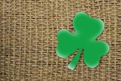 Papierowy szkotowy symbol St Patrick ` s dzień Zielona koniczyna w sha Fotografia Stock