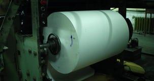 Papierproduktionsmaschine Verarbeitung von Sekundärbetriebsmitteln Papierwiederverwertung stock video
