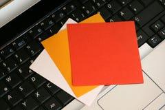 Papiers à lettres sur le clavier Images libres de droits