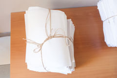 Papiers attachés avec des ficelles Photo libre de droits