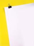 Papiers avec le clip photo stock