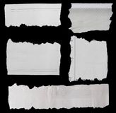 Papiers déchirés sur le noir Photos stock