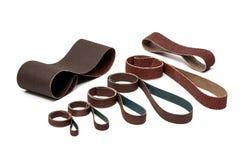 Papiers de ponçage industriels de sable de ceintures dans des Rolls Photo stock