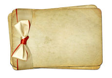 Papiers grunges avec la proue sur le fond d'isolement illustration de vecteur