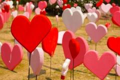 Papiers peints de Saint-Valentin Thème romantique d'amour : Beaucoup forme rouge Photographie stock libre de droits