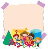 Papierschablone mit Kindern und Zahlen Stockfoto