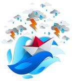 Papierschiffsschwimmen im Sturm mit Blitz, Origami faltete Spielzeug