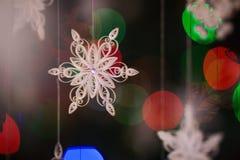 Papierschneeflocke gemacht mit Rüschentechnik - Makrodetails Stockbild