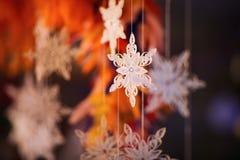 Papierschneeflocke gemacht mit Rüschentechnik - Makrodetails Lizenzfreie Stockfotografie