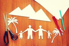Papierschrotte über Familienurlaub Stockfoto