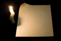 Papierseite mit Rotation und Kerze stockfotografie
