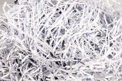 Papierstreifen von einem Reißwolf Stockbild