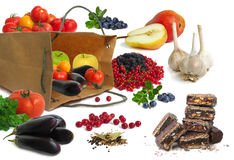 Papiertüte mit Gemüse und Früchten Stockfoto