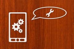 Papiertablette oder Smartphone mit Zahnrädern und Schlüssel Stockbild