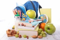 Papiertüte und Apfel Stockbilder