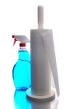 Papiertuch-Halterung und Reinigungsmittel lizenzfreie stockfotografie