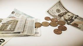 Papieru sto USA dolary i Euro błahostka zdjęcia stock