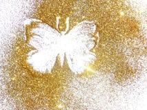 Papillon de scintillement d'or sur le fond blanc photos stock