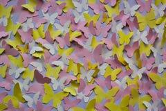 Papillons de papier sur le mur Photos libres de droits