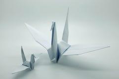 Papiroflexia blanca grúa, pájaro, papel Imagen de archivo libre de regalías