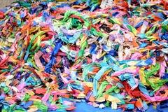 Papiroflexia colorida para lanzar en un fuego en Japón Fotografía de archivo