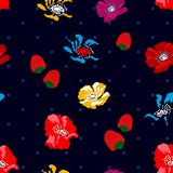 Papoilas e morangos no fundo preto Imagens de Stock Royalty Free