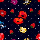 Papoilas e morangos no fundo preto Imagem de Stock
