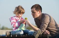 Pappa- och barndotter Royaltyfria Bilder