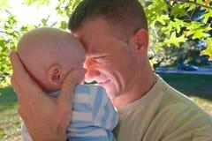 Pappan och behandla som ett barn Royaltyfri Bild