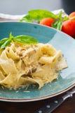 Pappardelle italiano de las pastas con las setas salvajes y la salsa cremosa foto de archivo libre de regalías