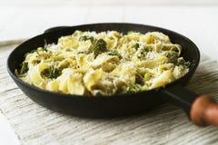 Pappardelle med broccoli Arkivfoton