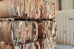 Pappe flach gedrückt für die Wiederverwertung Stockfoto