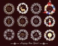 Papper klippt ut xmas-kranssamling med barrträdfilialer, kotten, stearinljuset, renen, den guld- stjärnan och pappers- handgjorda royaltyfri illustrationer