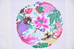 Papper klippte tre fisk och lotusblomma Royaltyfri Fotografi