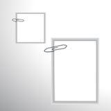 Papper och gem. Arkivbild