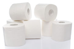 papper rullar toaletten Arkivbild