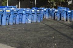 Pappers- återvinningbussgarage Arkivbild