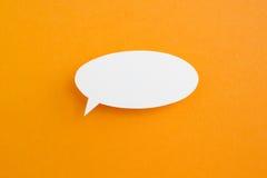Pappers- anförandebubbla Arkivbild