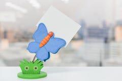 Pappers- anmärkningshållare för fjäril Arkivfoton